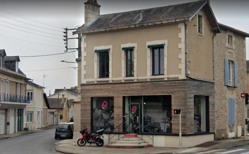 Local commercial, Poitiers, sortie de ville  100 m² - Photo 1