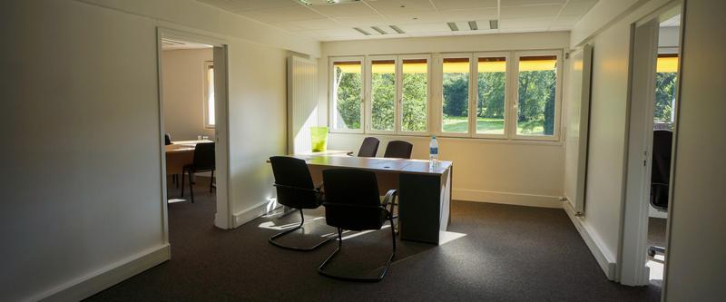 108 m² de bureaux aux ULIS - Photo 1