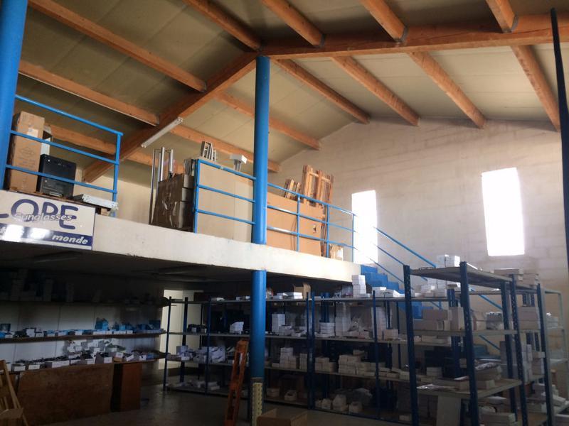 Local mixte de 570 m² à vendre dans la ZA de Cuers - Photo 1