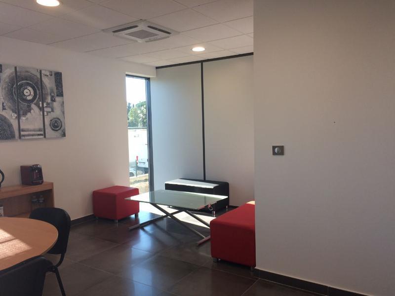 Locaux de 140 m²  à Six Fours Les Plages dans la zone des Playes - Photo 1