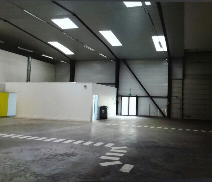 Location entrep t saint herblain 44800 558m2 for Location garage saint herblain