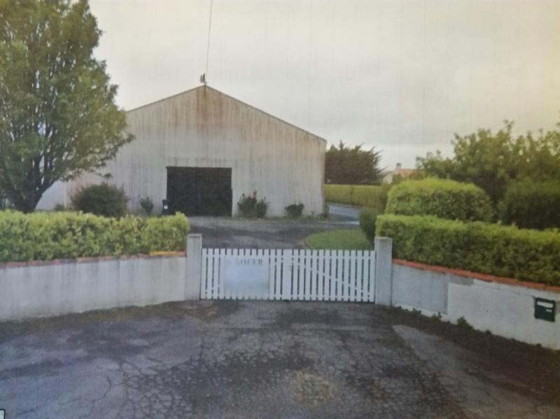 La Plaine-sur-Mer, à louer entrepôt de 1 065 m² avec bureaux d'accompagnement