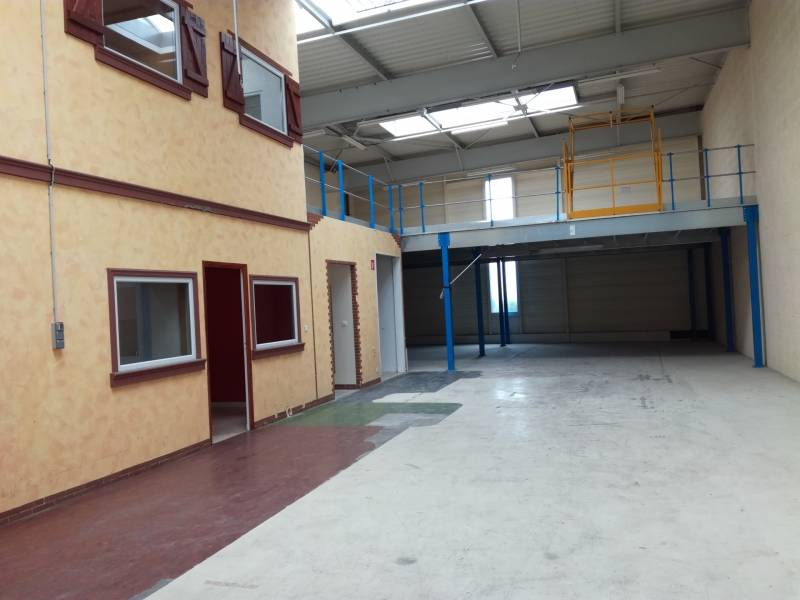 Location entrep t saint herblain 44800 424m2 for Location garage saint herblain