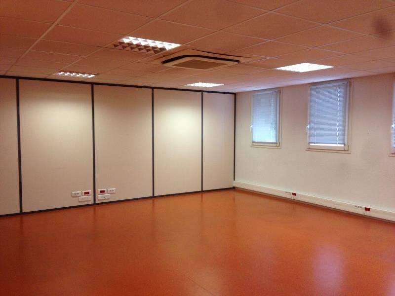 location bureaux meyreuil 13590 339m2. Black Bedroom Furniture Sets. Home Design Ideas
