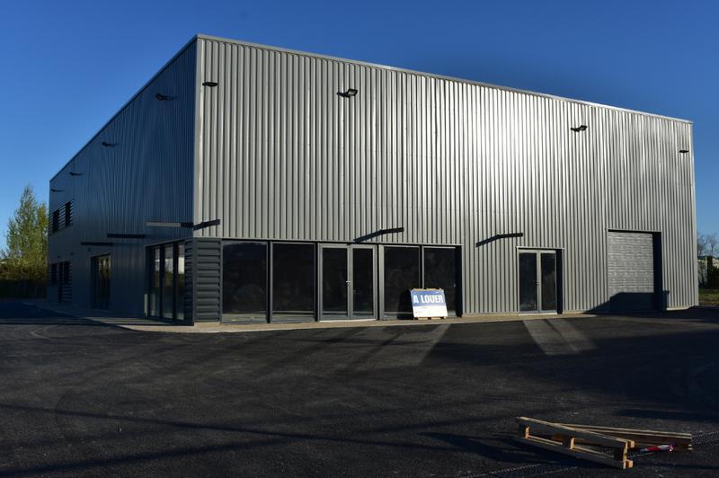 Local d'activité - 200 m² DIVISIBLE - Photo 1