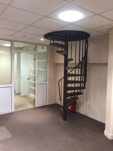location locaux commerciaux paris 06 75006 70m2. Black Bedroom Furniture Sets. Home Design Ideas
