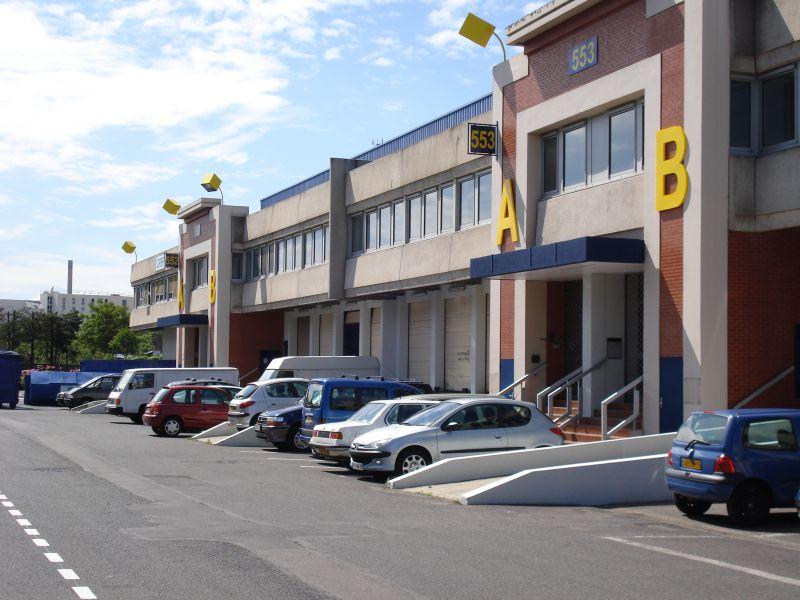 Locaux d'activités 2128m² à louer aux  Docks de Saint Ouen