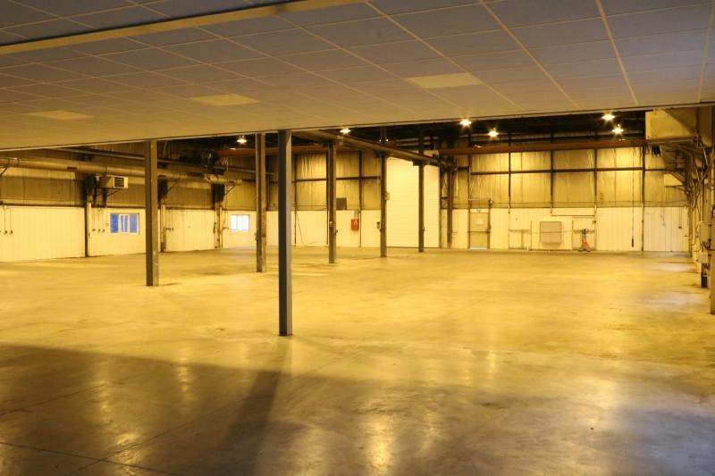 Locaux d'activité de 1000m² et 230m² de bureaux à Gennevilliers