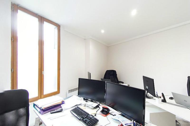 location bureaux courbevoie 92400 62m. Black Bedroom Furniture Sets. Home Design Ideas