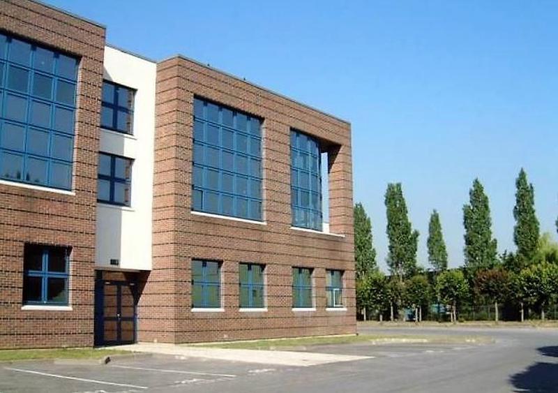 Locaux activités/bureaux, 582m2 divisibilité: 288m2 et 294m2 avec parkings et accès camions - Photo 1