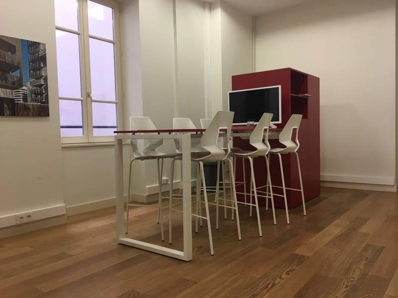 location bureaux lyon 2 69002 43m2. Black Bedroom Furniture Sets. Home Design Ideas