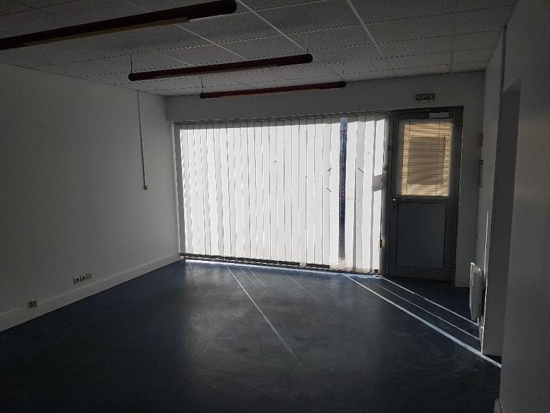location commerces sainte genevi ve des bois 91700 96m2. Black Bedroom Furniture Sets. Home Design Ideas