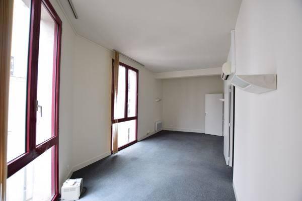 location bureaux nantes 44000 66m2. Black Bedroom Furniture Sets. Home Design Ideas