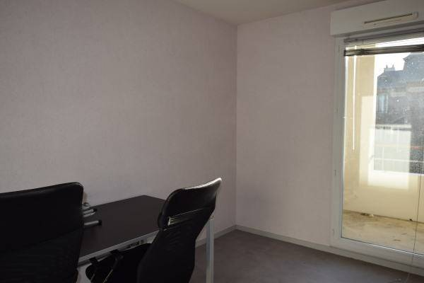 location bureaux nantes 44000 99m2. Black Bedroom Furniture Sets. Home Design Ideas