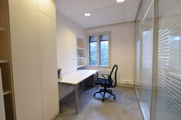 location bureaux nantes 44000 67m2. Black Bedroom Furniture Sets. Home Design Ideas