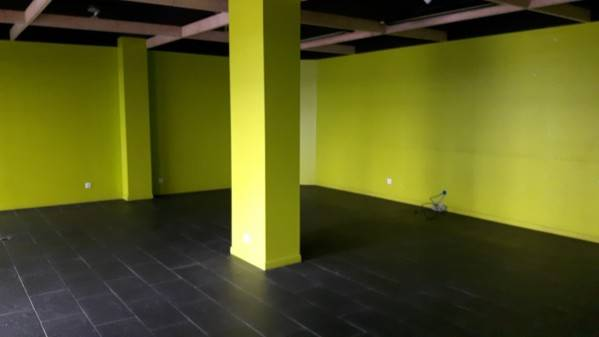 Location commerces nantes 44300 124m2 for Location garage nantes 44300