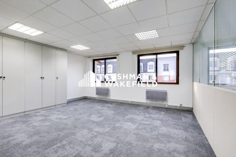location bureaux issy les moulineaux 92130 100m2. Black Bedroom Furniture Sets. Home Design Ideas