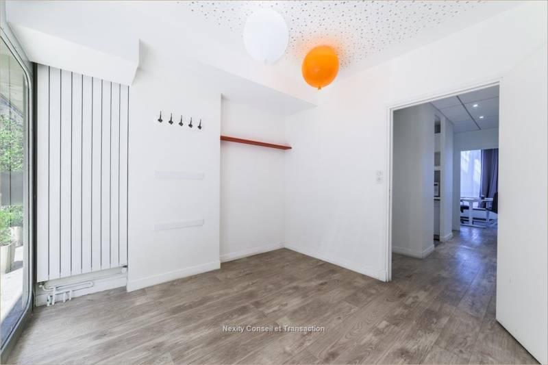 location bureaux paris 75116 118m2. Black Bedroom Furniture Sets. Home Design Ideas