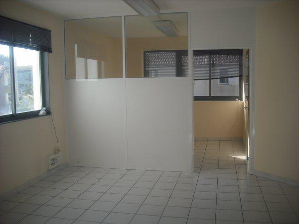 - Bureaux + 8 places de parking - Photo 1