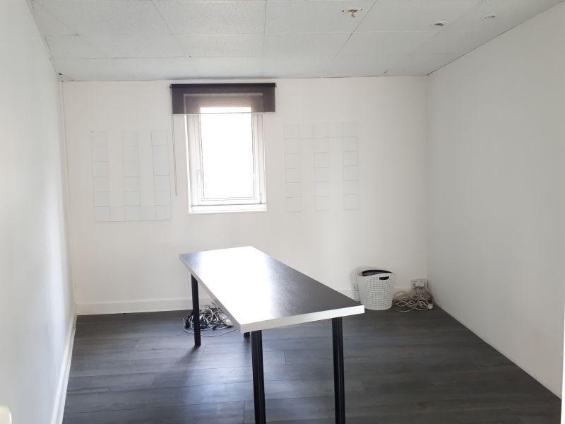 72 m² de bureaux à la location - Photo 1