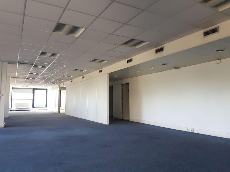 270 m² de bureaux à la location - Photo 1