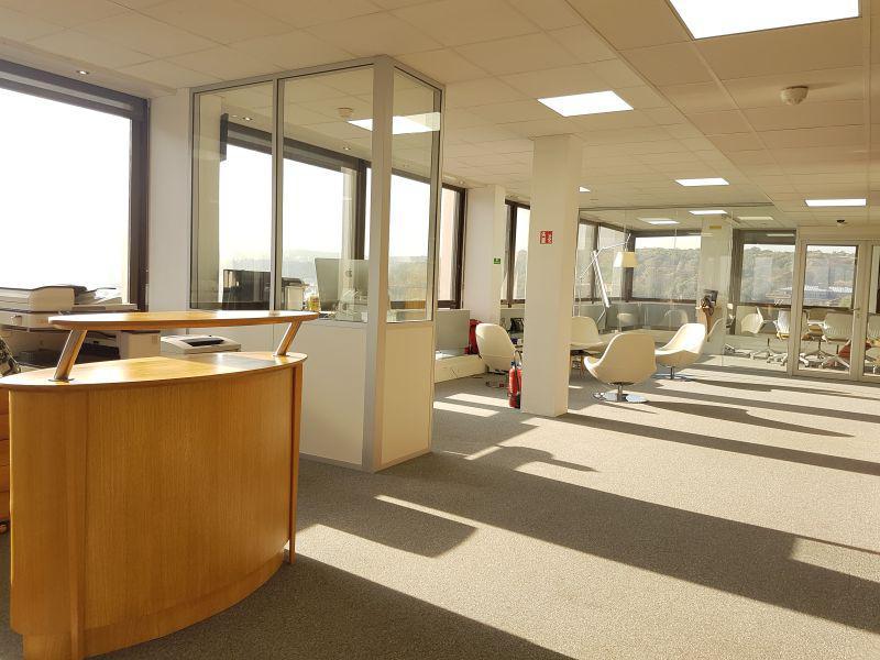 355 m² de bureaux à la location - Photo 1