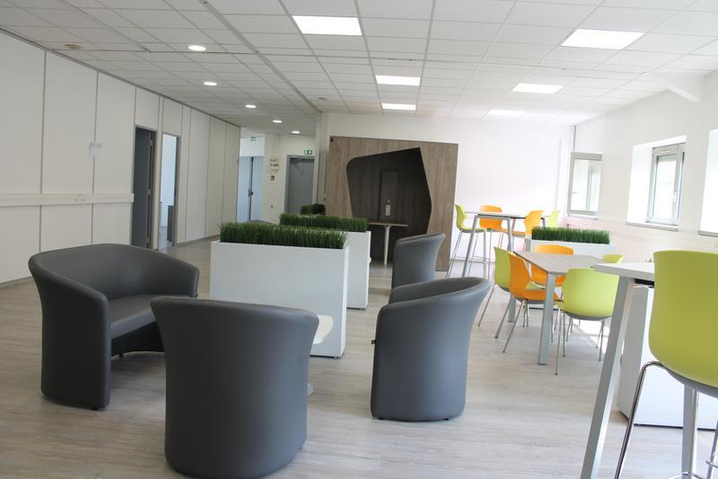 Bureau centre de coworking - Photo 1