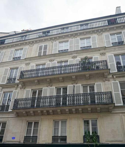 A LOUER, Proche de l'Elysée, bureaux lumineux avec balcon - Photo 1