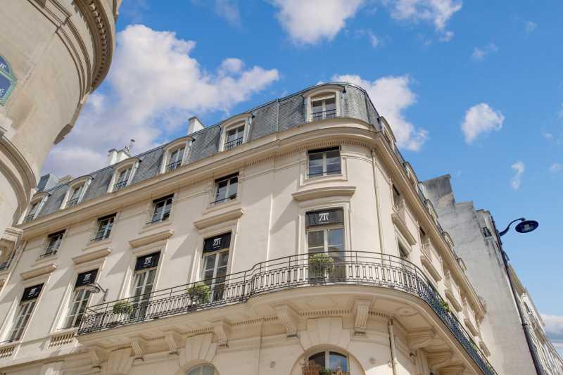 A LOUER, Surfaces lumineuses avec belle vue, Palais Royal - Photo 1