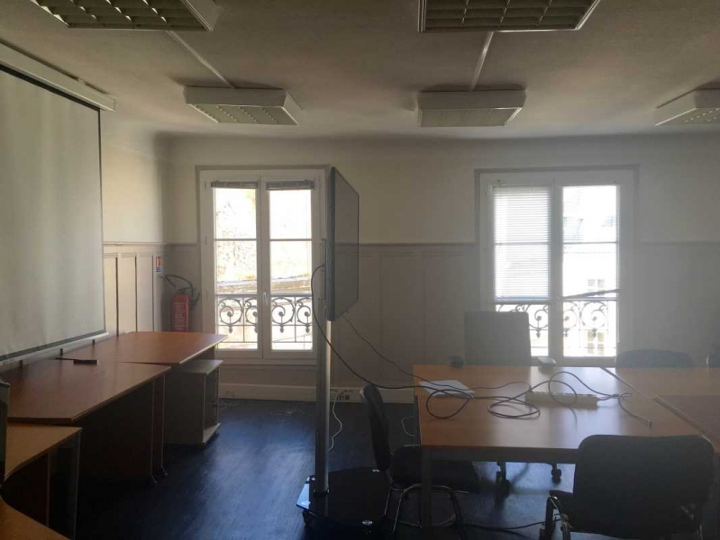 location bureaux paris 75009 80m2. Black Bedroom Furniture Sets. Home Design Ideas