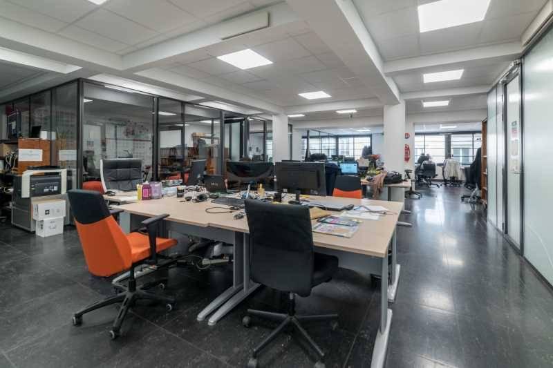Location bureaux paris 75011 126m2 for Location bureau atypique paris
