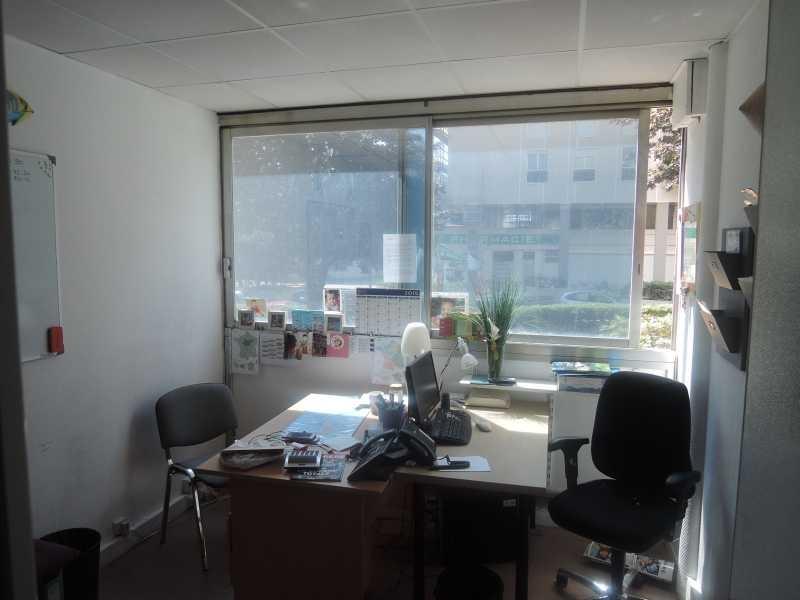 location bureaux locaux commerciaux paris 75015 185m2. Black Bedroom Furniture Sets. Home Design Ideas