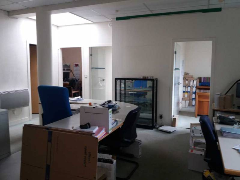 Location bureaux montigny le bretonneux 78180 90m2 id - Bureau de change montigny le bretonneux ...