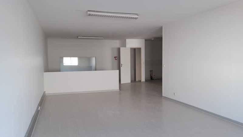 Location bureaux vry 91090 273m2 for Garage l eglantier lisses