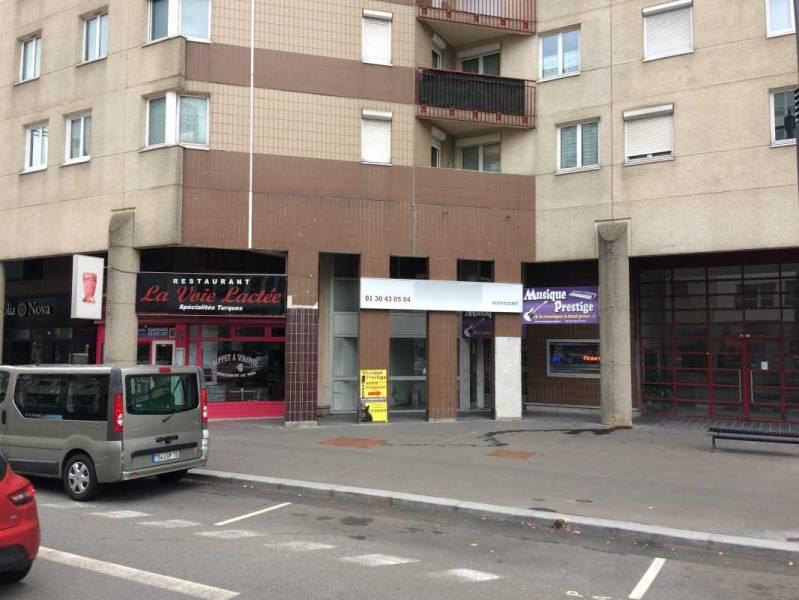 location commerces montigny le bretonneux 78180 95m2. Black Bedroom Furniture Sets. Home Design Ideas