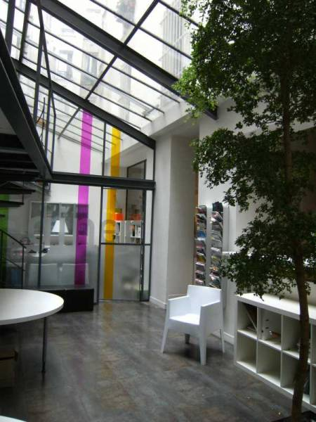 Location locaux commerciaux paris 75018 164m2 for Location local commercial atypique paris