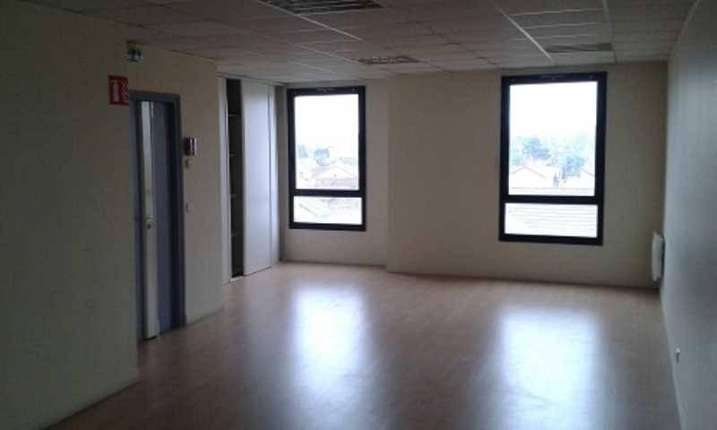 location bureaux les pavillons sous bois 93320 90m2. Black Bedroom Furniture Sets. Home Design Ideas