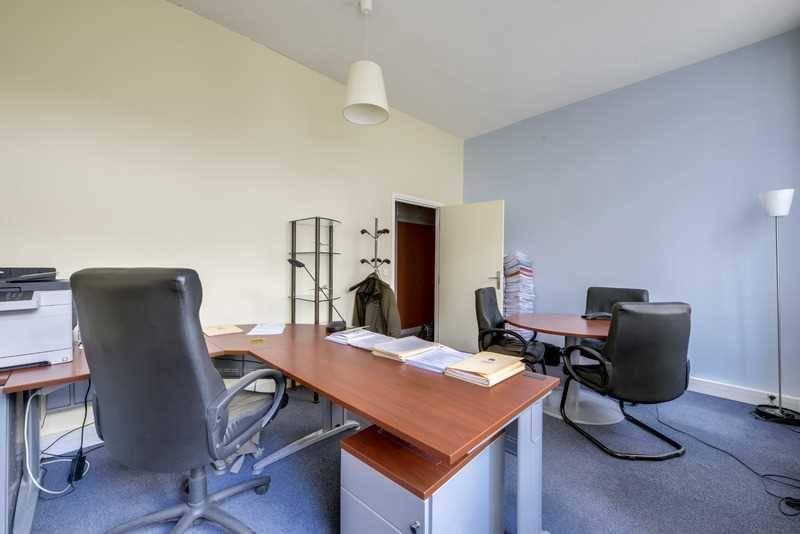 location bureaux paris 75008 73m2. Black Bedroom Furniture Sets. Home Design Ideas