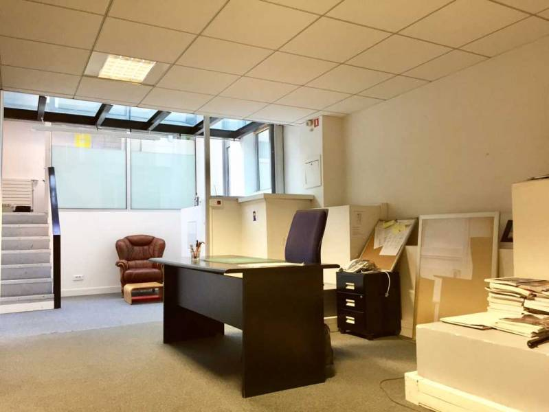 Location bureaux paris 75016 361m2 for Surface atypique paris