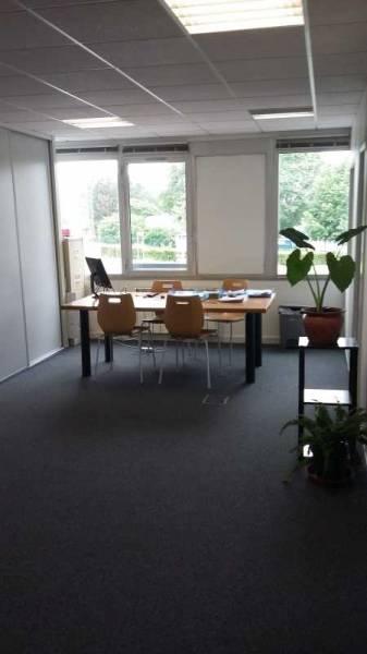 Surface de 100 m² de bureaux dans la zone