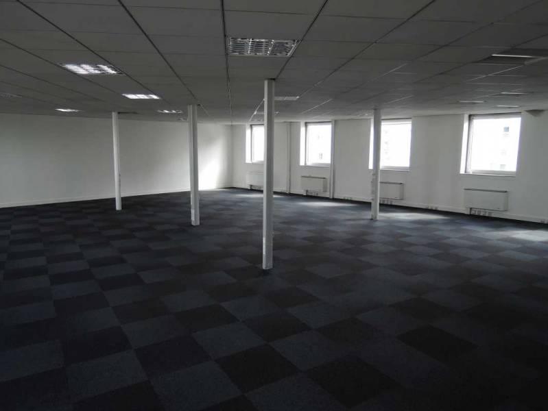 location bureaux aubervilliers 93300 560m2. Black Bedroom Furniture Sets. Home Design Ideas