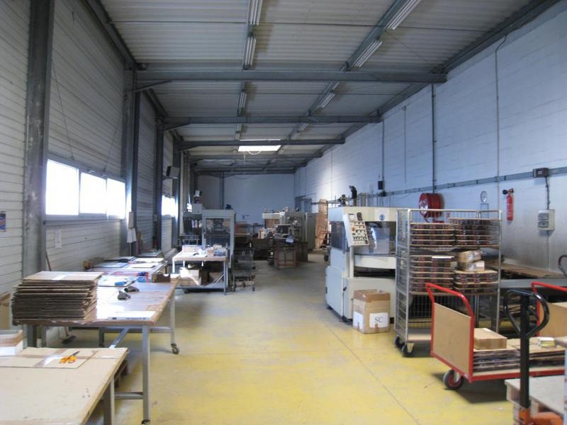 Location entrepôt avec bureaux 400m² et extérieur privatif - AUBAGNE 13400 - Photo 1
