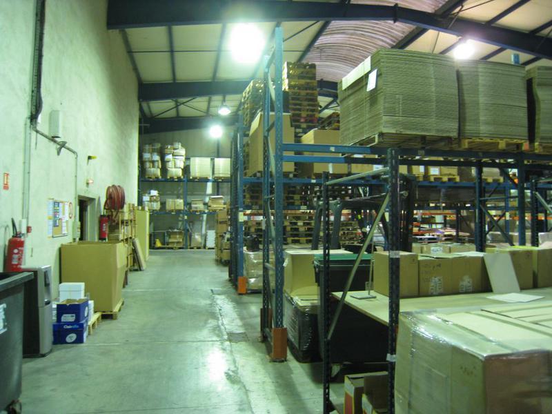 Location entrepôt et bureaux environ 1570m² - ZI Les Paluds - AUBAGNE 13400 - Photo 1