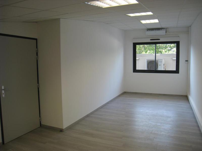 Location bureaux 36m² - ROQUEVAIRE 13360 - Photo 1