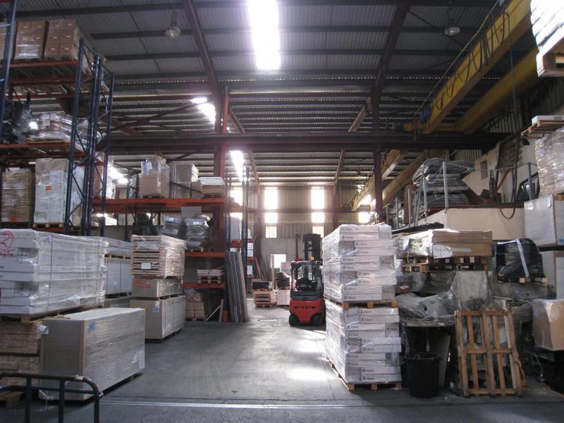 Location batiment industriel 2161m² - 13400 AUBAGNE - Photo 1