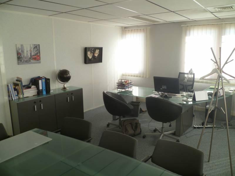 vente bureaux aubagne 13400 220m2. Black Bedroom Furniture Sets. Home Design Ideas