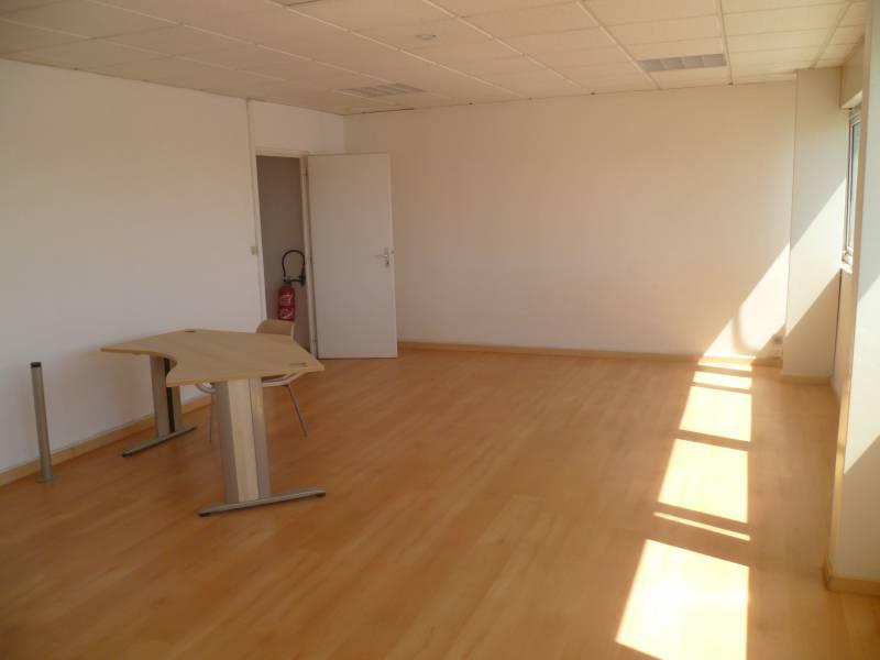 location bureaux la ciotat 13600 320m2. Black Bedroom Furniture Sets. Home Design Ideas