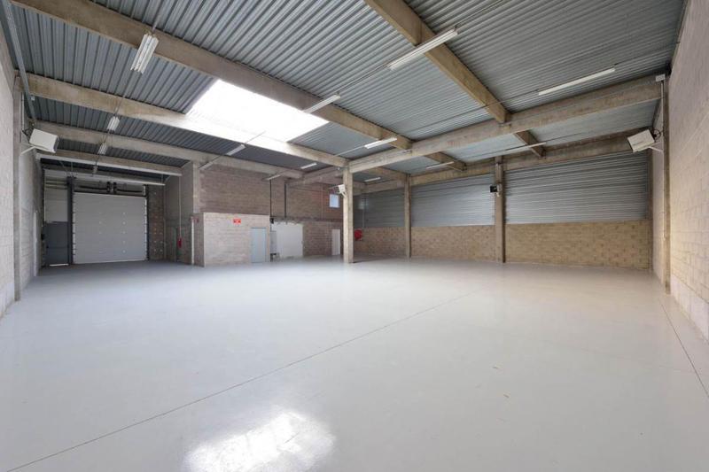 Saint Thibault des Vignes - Local d'activités de 332 m2 à louer - Photo 1