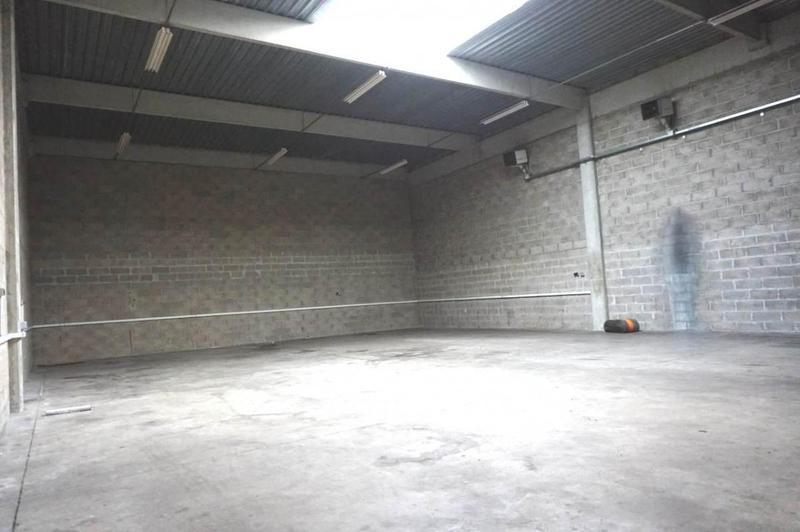 Á louer Local d'activités de 325 m² - Photo 1