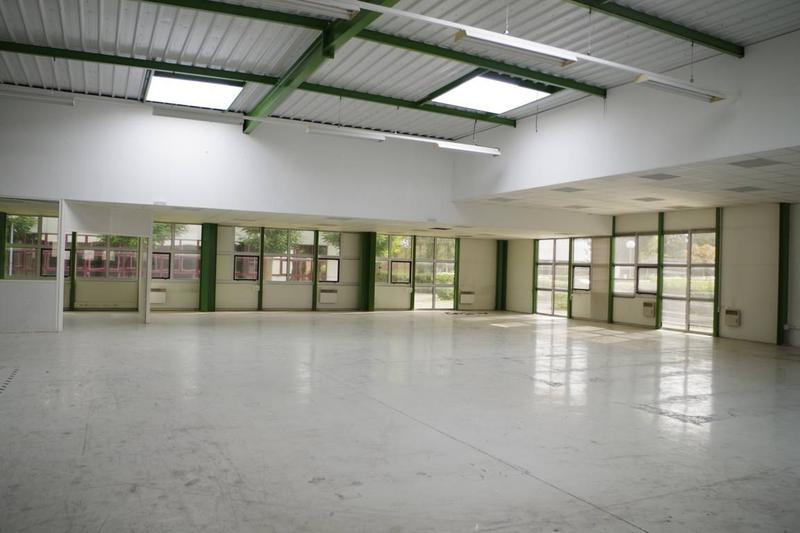 A louer 1051 m2 d'activités proche francilienne - Photo 1